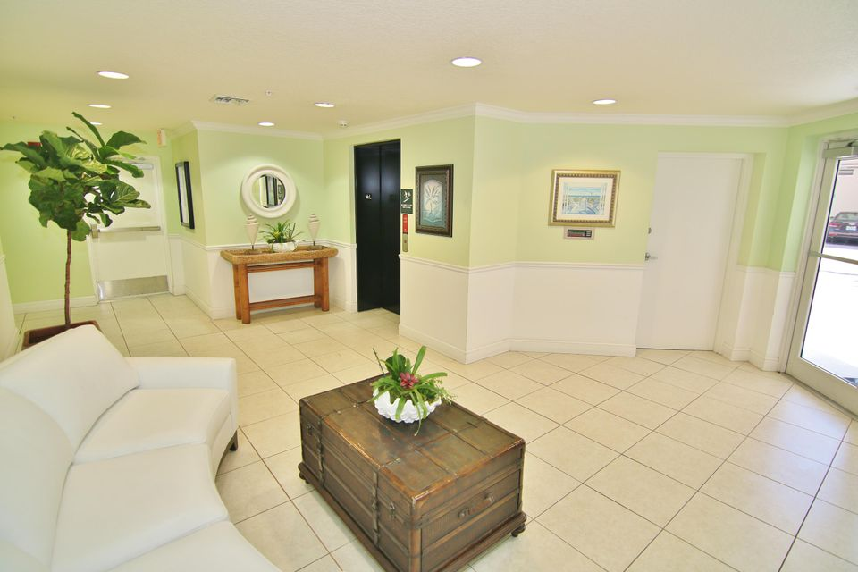 Additional photo for property listing at 309 E Ocean Avenue  Lantana, Florida 33462 United States
