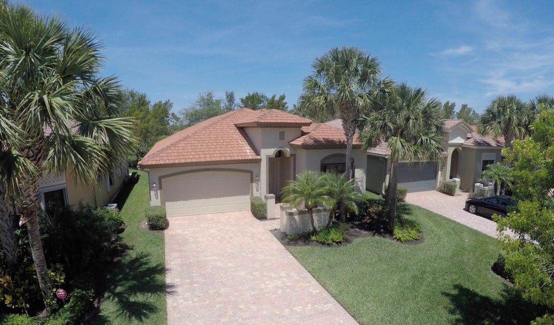 واحد منزل الأسرة للـ Sale في 9738 Isles Cay Drive 9738 Isles Cay Drive Delray Beach, Florida 33446 United States