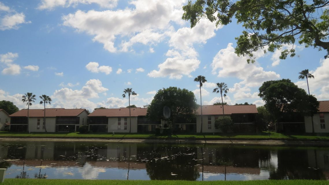 10231 N Circle Lake Drive 102, Boynton Beach, FL 33437