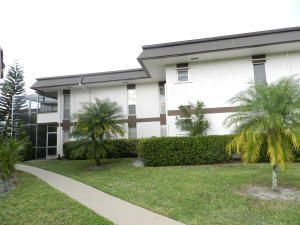 Co-op / Condominio por un Venta en 6 Greenway Village N 6 Greenway Village N Royal Palm Beach, Florida 33411 Estados Unidos