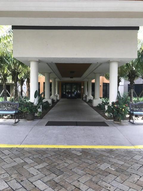 Co-op / Condo للـ Sale في 5624 Linton Boulevard 5624 Linton Boulevard Delray Beach, Florida 33484 United States
