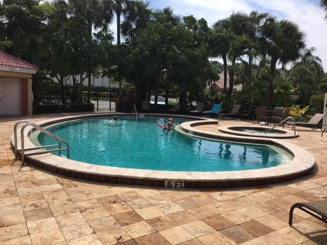 Additional photo for property listing at 200 Uno Lago Drive  Juno Beach, Florida 33408 United States