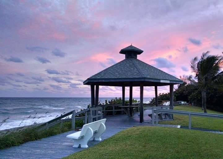 Additional photo for property listing at 5505 N Ocean Boulevard 5505 N Ocean Boulevard Ocean Ridge, Florida 33435 États-Unis