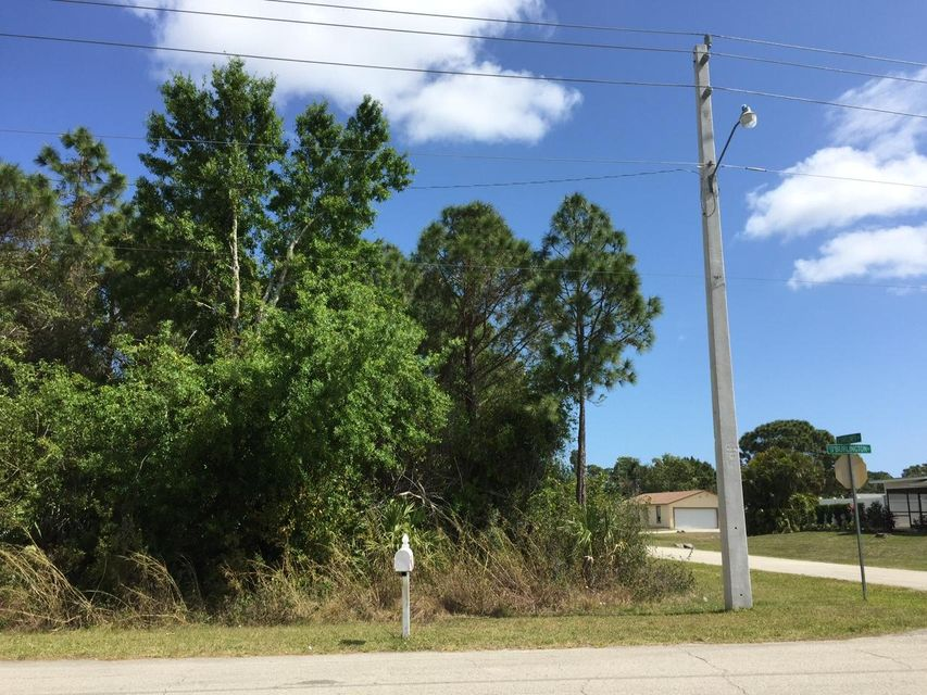 Additional photo for property listing at 2097 SW Burlington Street 2097 SW Burlington Street Port St. Lucie, Florida 34984 Estados Unidos