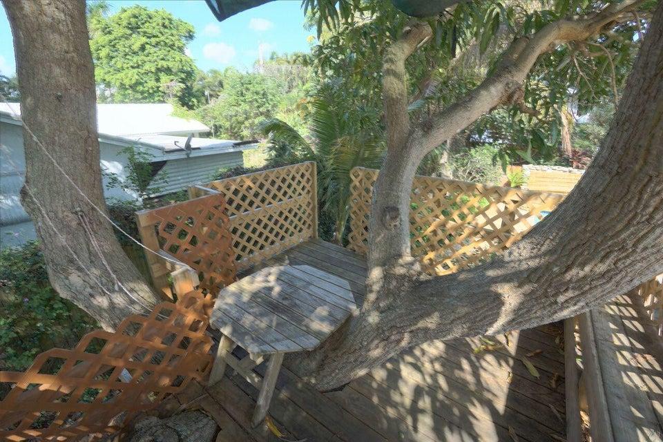 Play treehouse
