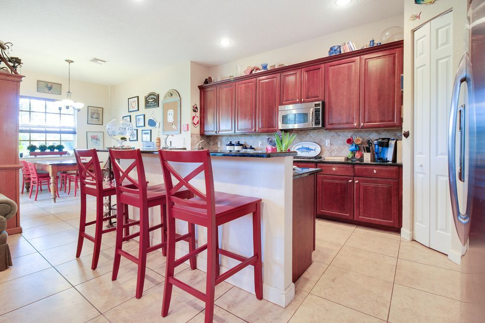 Additional photo for property listing at 816 Lincoln Court 816 Lincoln Court Palm Beach Gardens, Florida 33410 United States