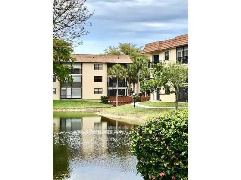 Additional photo for property listing at 4970 E E Sabal Palm Blvd  Tamarac, Florida 33319 États-Unis