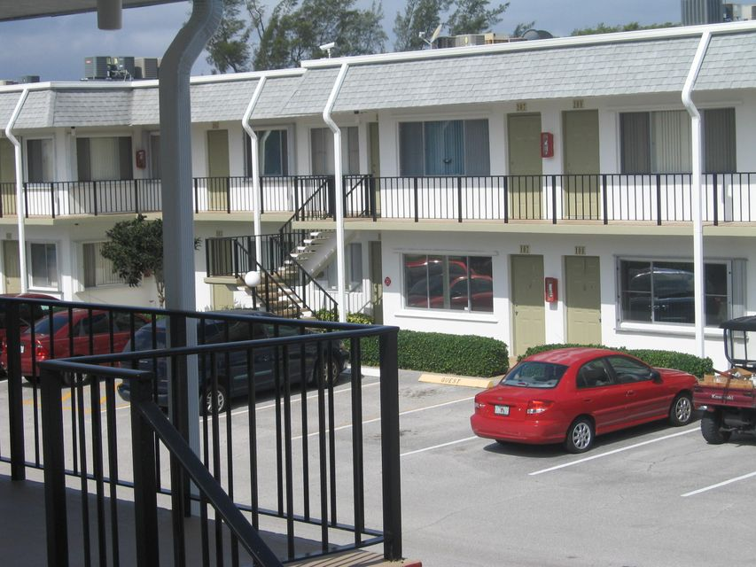 3200 Lake Osborne Drive 208, Lake Worth, FL 33461