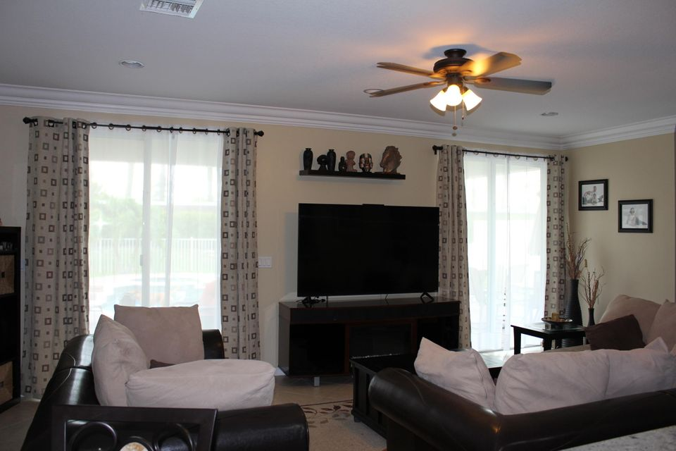 Additional photo for property listing at 99 Belle Grove Lane  Royal Palm Beach, Florida 33411 United States
