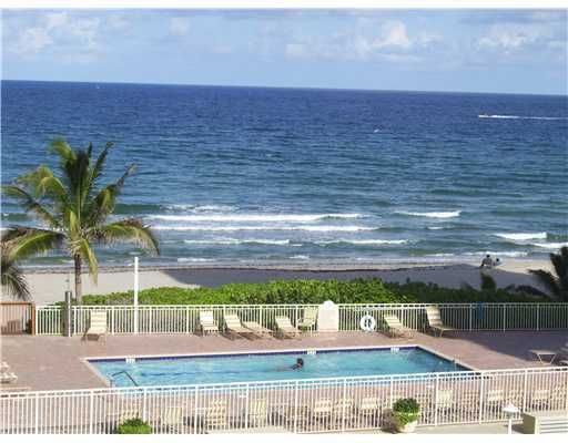 3221 S Ocean Boulevard 301, Highland Beach, FL 33487