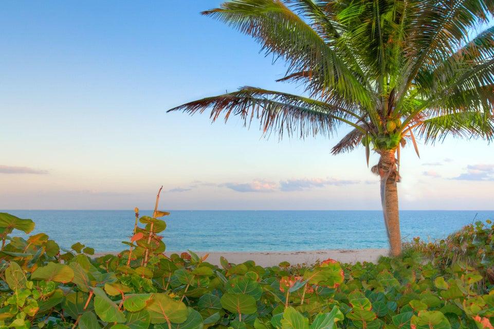 Coopérative / Condo pour l à louer à 5801 N Ocean Boulevard Ocean Ridge, Florida 33435 États-Unis