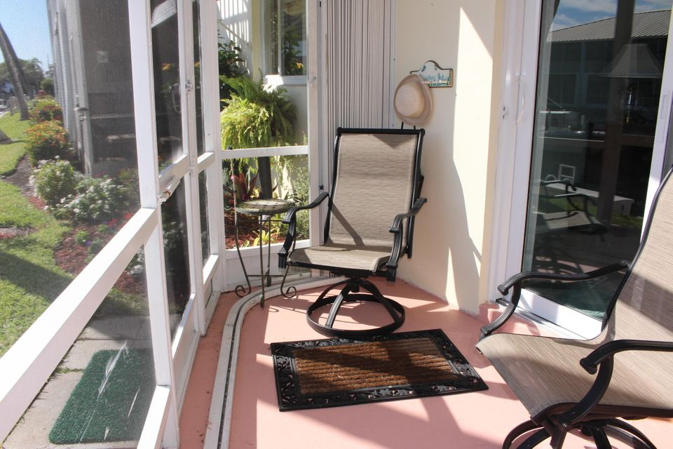 Additional photo for property listing at 100 Doolen Court  North Palm Beach, Florida 33408 États-Unis