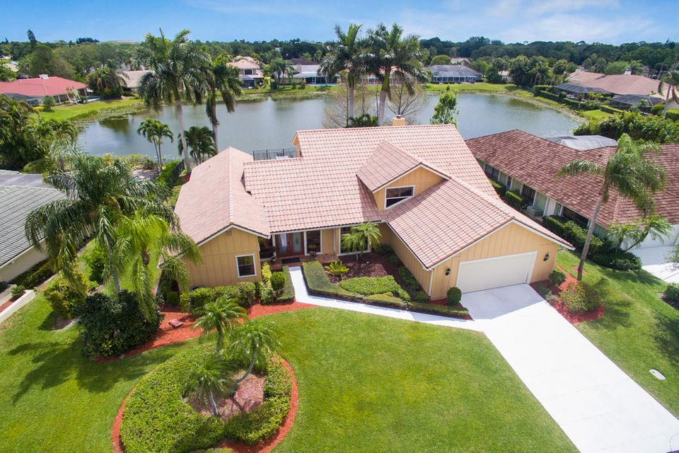 24 Thurston Drive , Palm Beach Gardens FL 33418 is listed for sale as MLS Listing RX-10325685 58 photos