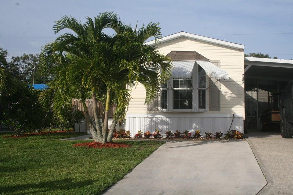 7307 SE Swan Avenue, Hobe Sound, FL 33455