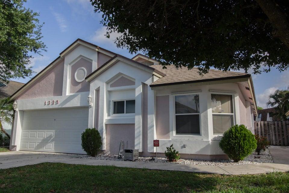 1325 E Glen Oak Road, North Lauderdale, FL 33068