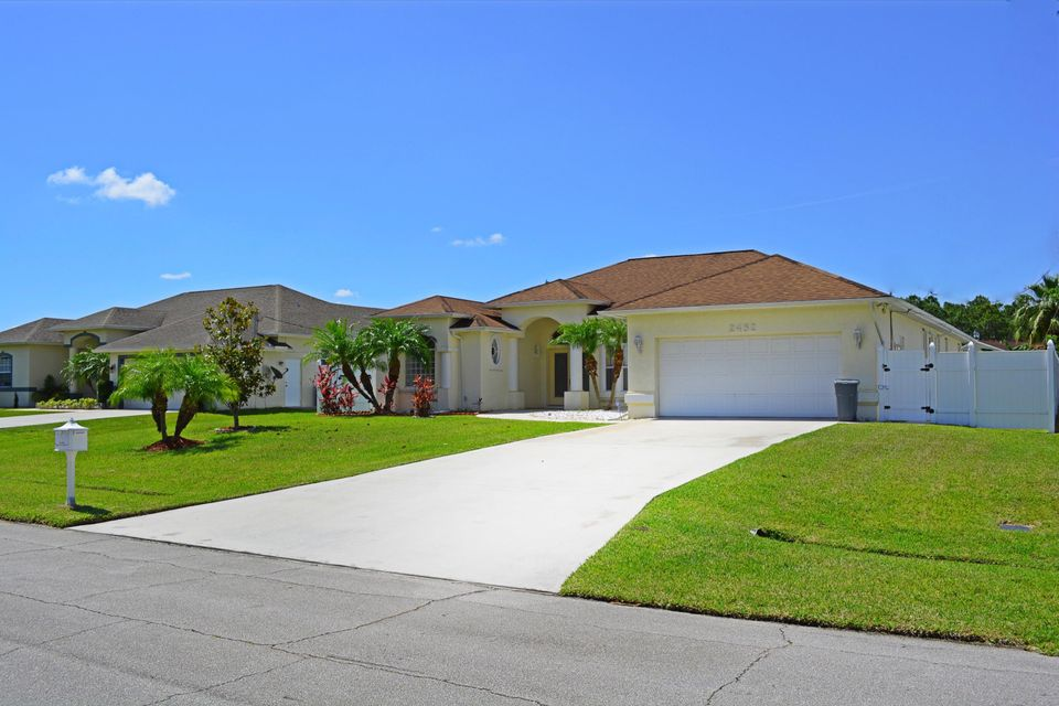 Additional photo for property listing at 2482 SW Import Drive 2482 SW Import Drive Port St. Lucie, Florida 34987 Vereinigte Staaten