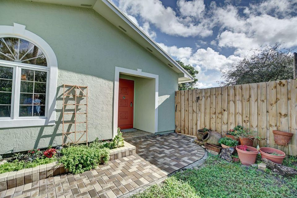Additional photo for property listing at 351 NW 36th Court 351 NW 36th Court Boca Raton, Florida 33431 Estados Unidos