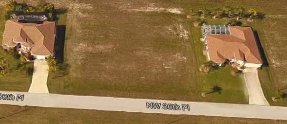 Additional photo for property listing at 722 NW 36th Place 722 NW 36th Place Cape Coral, Florida 33993 Estados Unidos