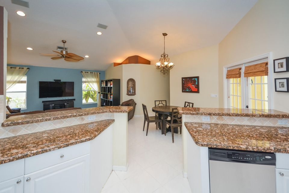 kitchen to fam room