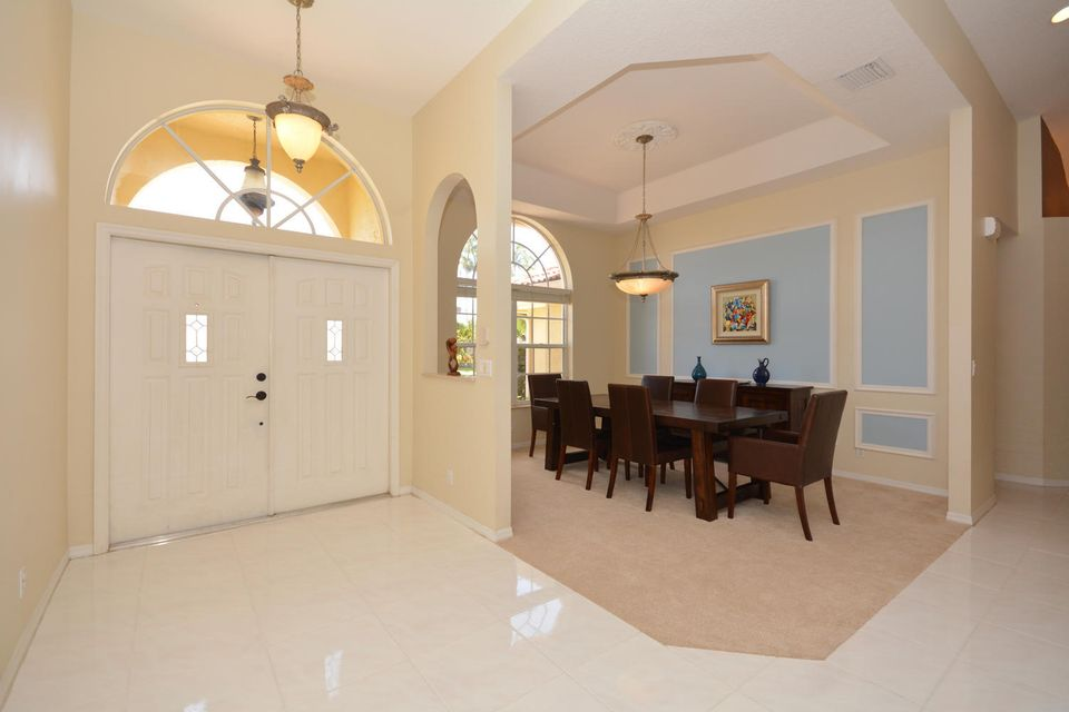 foyer dining room