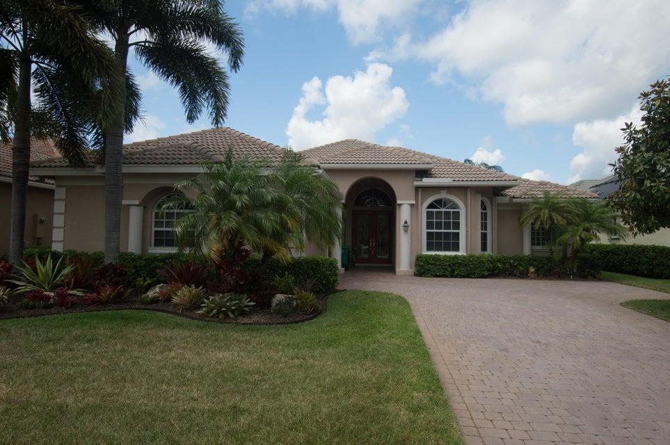 8901 One Putt Place, Port Saint Lucie, FL 34986