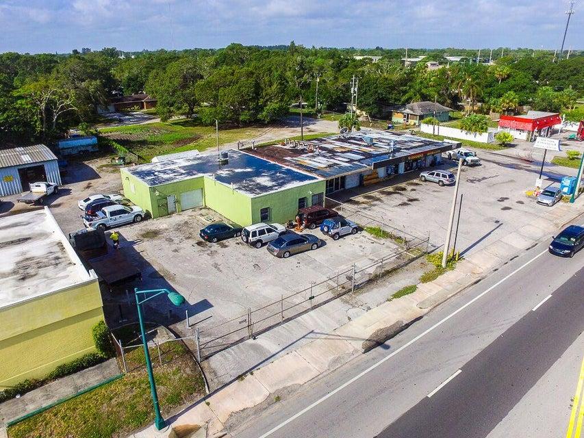 Commercial / Industrial للـ Sale في 3011 Orange Avenue 3011 Orange Avenue Fort Pierce, Florida 34950 United States