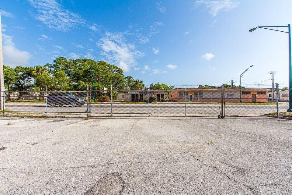 Additional photo for property listing at 3011 Orange Avenue 3011 Orange Avenue Fort Pierce, Florida 34950 États-Unis