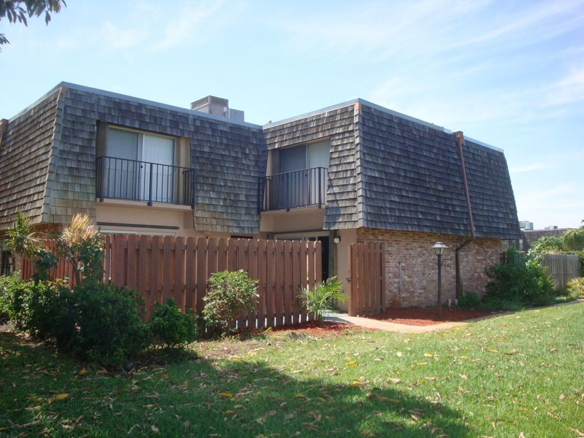 564 SE 28th Circle is listed as MLS Listing RX-10336901 with 33 pictures