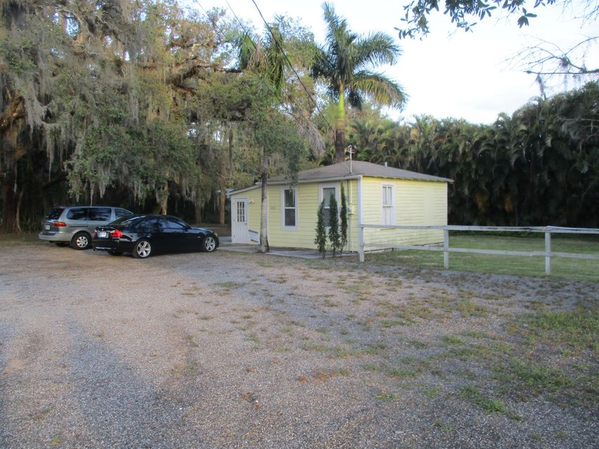 Additional photo for property listing at 1305 W Midway Road  Fort Pierce, Florida 34982 Estados Unidos