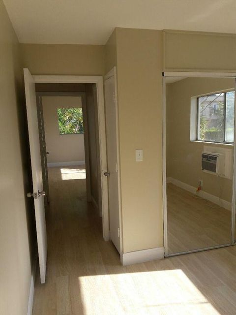 Additional photo for property listing at 510 Lake Shore Drive 510 Lake Shore Drive Lake Park, Florida 33403 United States