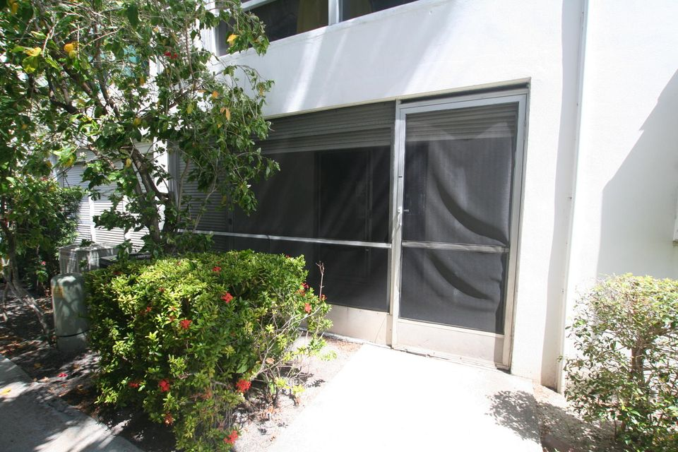 Additional photo for property listing at 2050 NE 39th Street  莱特茵斯波因特, 佛罗里达州 33064 美国