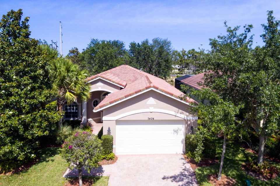 Additional photo for property listing at 7404 Bob O Link Way 7404 Bob O Link Way St. Lucie West, Florida 34986 United States