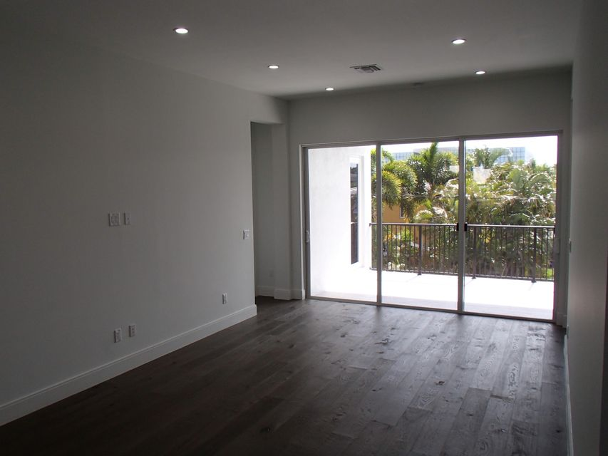 Additional photo for property listing at 1345 NE 4th Court  Boca Raton, Florida 33432 Estados Unidos