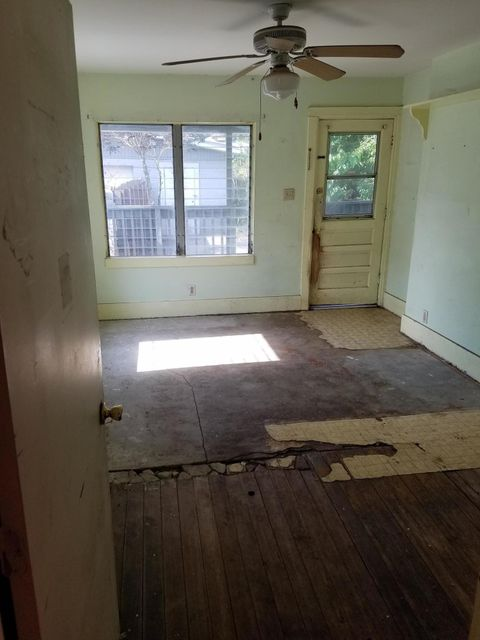 Additional photo for property listing at 858 SE 14th Street 858 SE 14th Street Stuart, Florida 34994 United States