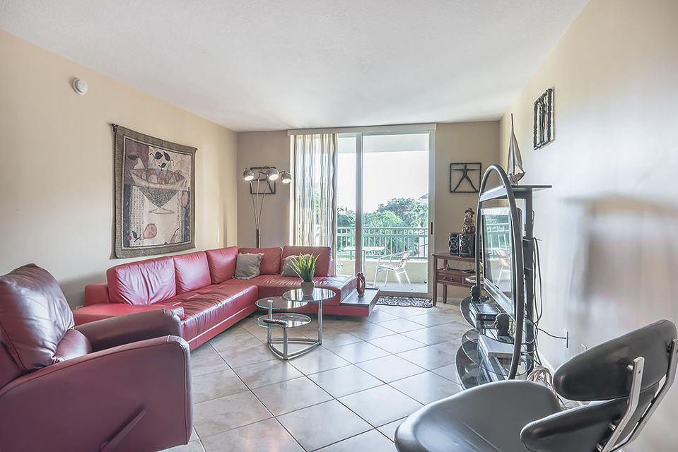 Additional photo for property listing at 403 S Sapodilla Avenue  West Palm Beach, Florida 33401 United States