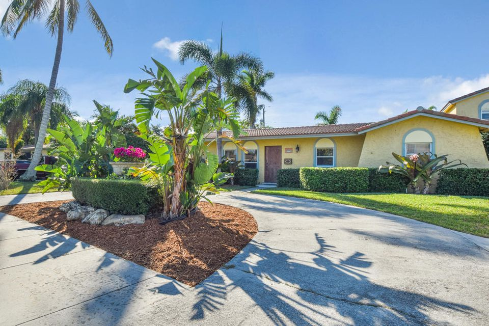 977 Laurel Road, North Palm Beach, FL 33408