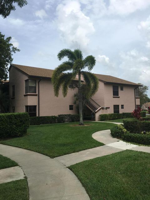 Beautiful 2 beds 2 baths condo at Boca Glades. This Community has great outdoor amenities. Washer and Dryer inside unit. Easy access to major highways, schools, shopping, beaches and entertainment. This one is a must see. Don't miss out on this amazing opportunity. Easy to show.