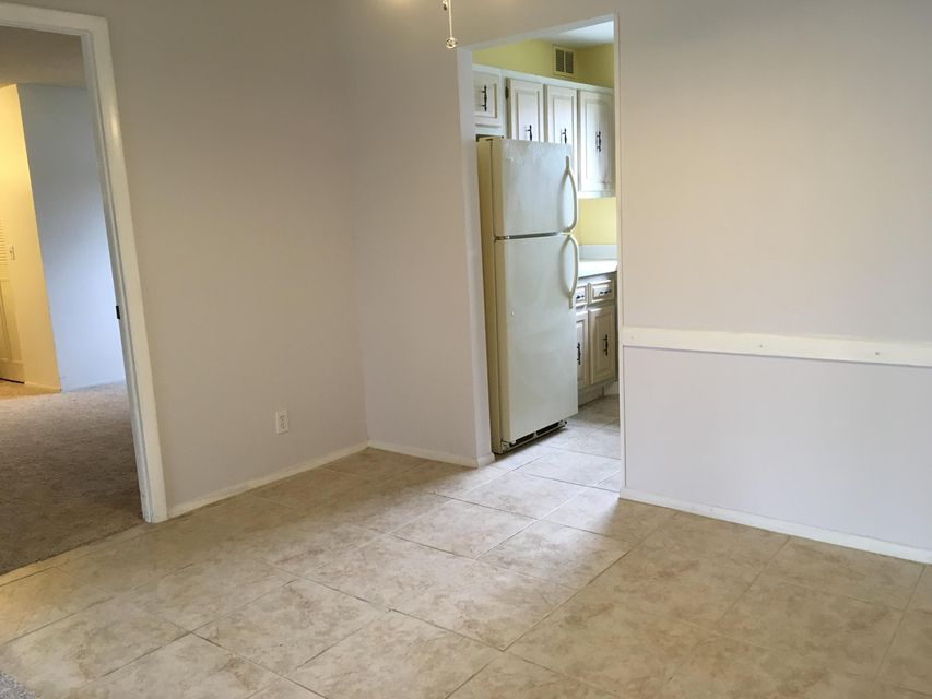 Additional photo for property listing at 321 Lake Dora Drive 321 Lake Dora Drive West Palm Beach, Florida 33411 États-Unis