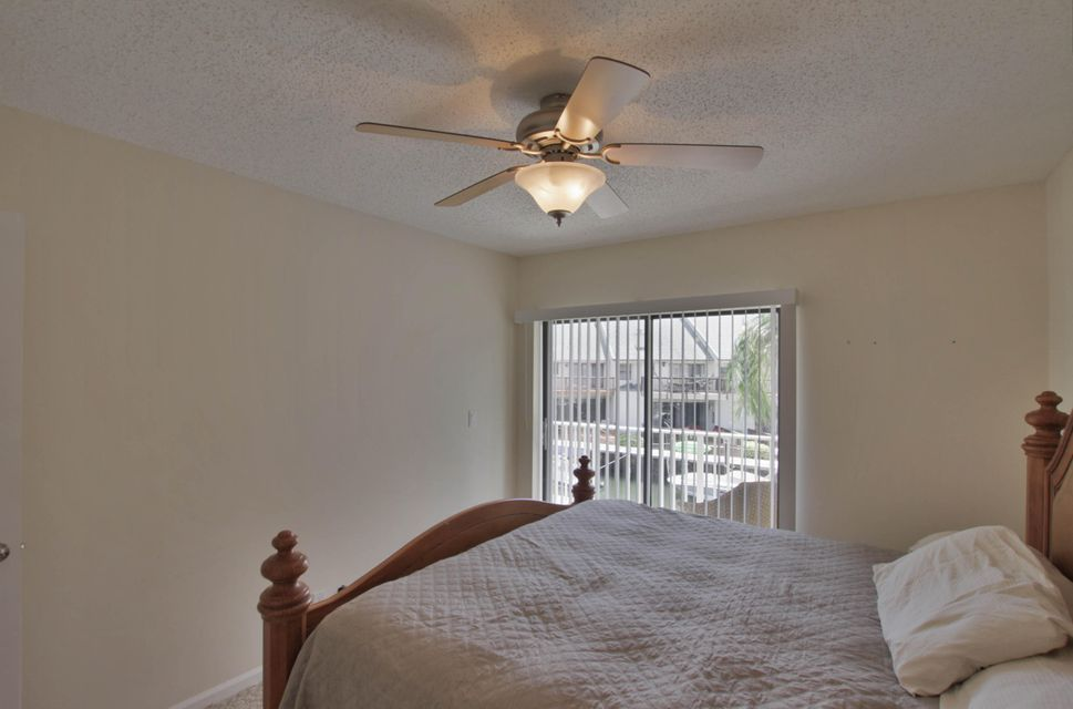 Additional photo for property listing at 1040 Russell Drive  Highland Beach, Florida 33487 États-Unis