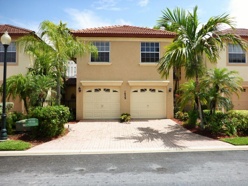 1059 Via Jardin, Riviera Beach, FL 33418