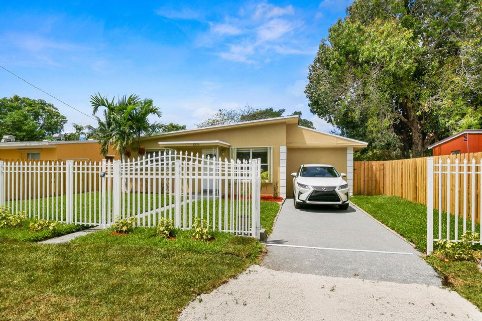 Single Family Home for Sale at 1305 Chateau Park Drive Fort Lauderdale, Florida 33311 United States
