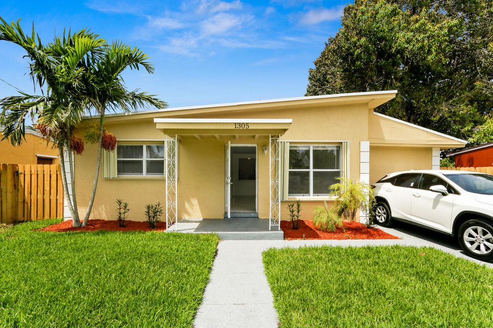 Additional photo for property listing at 1305 Chateau Park Drive  Fort Lauderdale, Florida 33311 United States