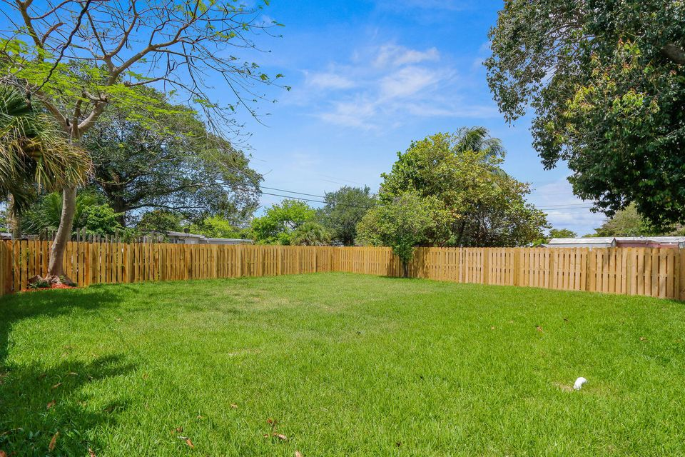 Additional photo for property listing at 1305 Chateau Park Drive  Fort Lauderdale, Florida 33311 Estados Unidos