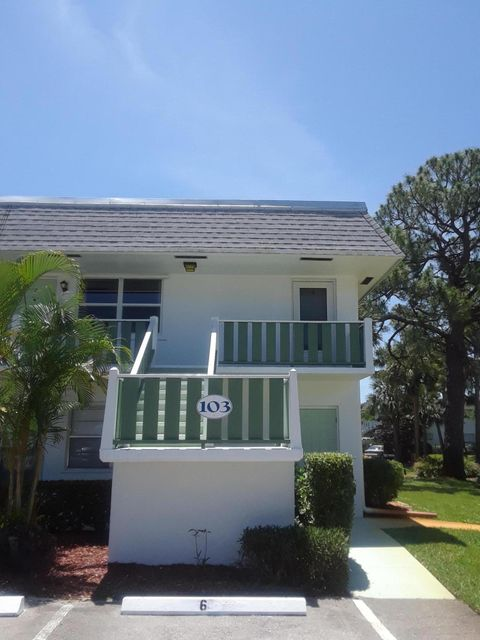 Additional photo for property listing at 2929 SE Ocean Boulevard E  Stuart, Florida 34996 Vereinigte Staaten