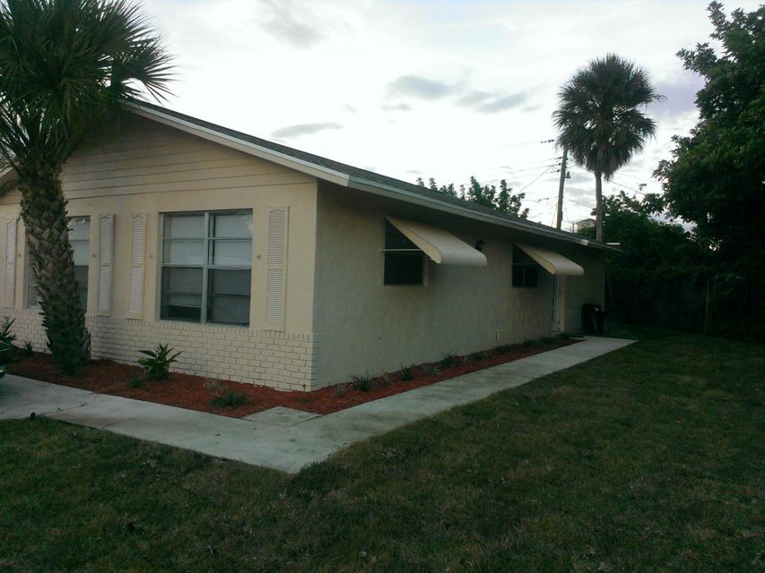 5880 Cayman Circle W, West Palm Beach, FL 33407