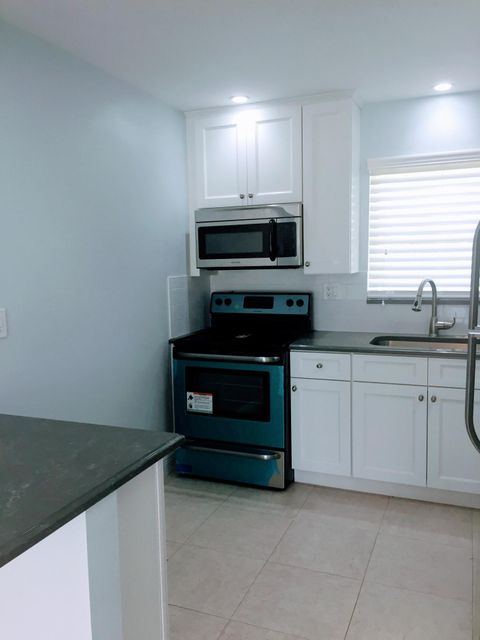 Additional photo for property listing at 2941 Crosley Drive W 2941 Crosley Drive W West Palm Beach, Florida 33415 Estados Unidos