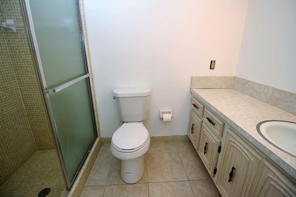 Additional photo for property listing at 1047 Circle Terrace E  Delray Beach, Florida 33445 United States