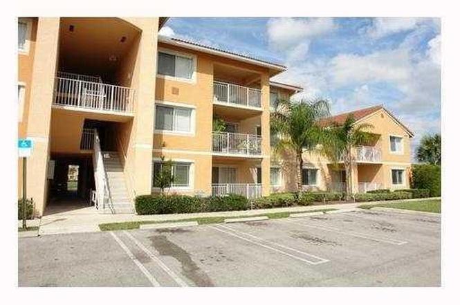 201 SW Palm Drive 107, Port Saint Lucie, FL 34986