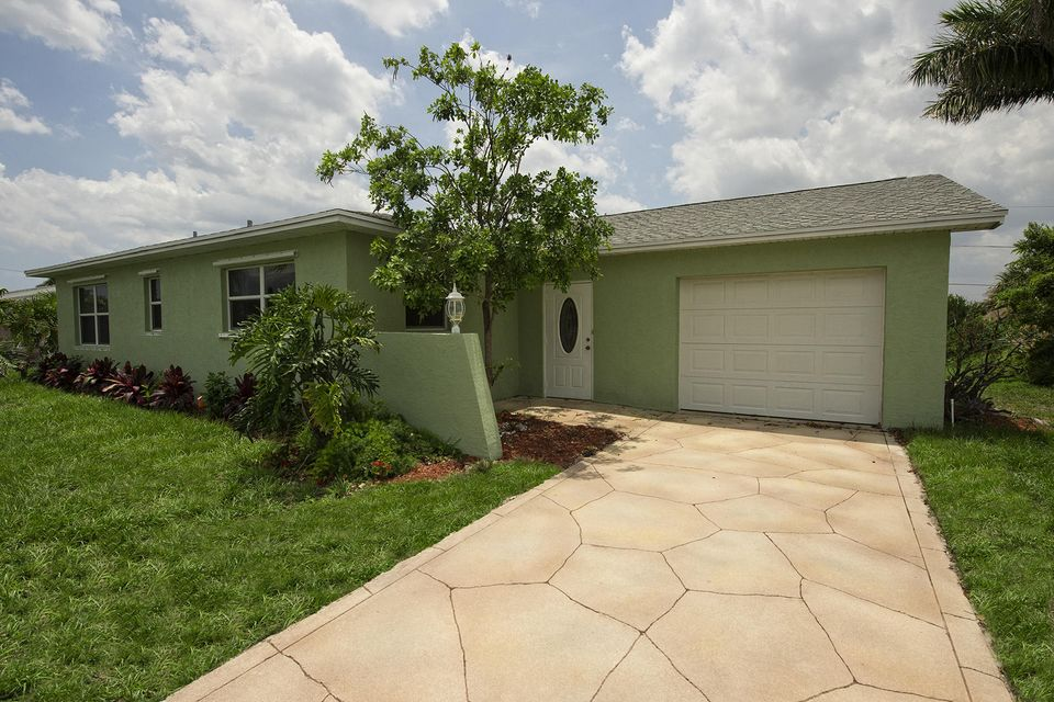 Additional photo for property listing at 1624 NE 24th Street 1624 NE 24th Street Jensen Beach, Florida 34957 Vereinigte Staaten