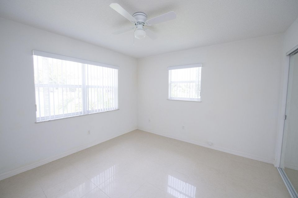 Additional photo for property listing at 1624 NE 24th Street 1624 NE 24th Street Jensen Beach, Florida 34957 Estados Unidos